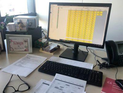 Schreibtisch von Frau Kabitzke nach dem Einsatz von TIMEOS